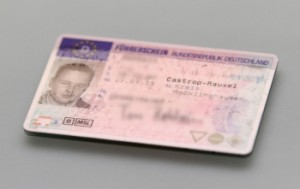 Ein gefälschter Führerschein zieht eine Strafe nach sich.