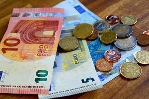 Die MPU-Kosten belaufen sich im Regelfall auf mindestens 500 bis 600 Euro.