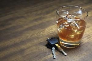 Alkohol und Autofahren - das passt nicht zusammen: Hier droht eine MPU wegen Alkohol am Steuer.