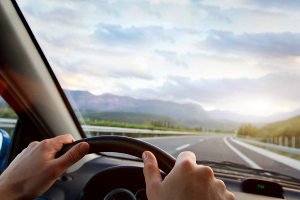 Nach einem Fahrerlaubnisentzug stellt sich folgende Frage: Den Führerschein ohne MPU im Ausland erwerben oder mit Untersuchung in Deutschland?