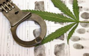 Eine MPU wegen Drogen droht fast immer, wenn ein Autofahrer mit berauschenden Substanzen am Steuer erwischt wird.