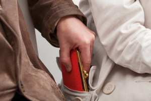 Einen neuen Führerschein zu beantragen, kann viele Gründe haben - z.B., weil die Geldbörse gestohlen wurde oder er verloren ging