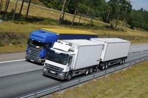 Für den Lkw-Führerschein können die Kosten oft auch über den Arbeitgeber abgerechnet werden