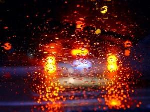 Das Fahren ohne Brille ist sehr gefährlich, besonders in der Dunkelheit
