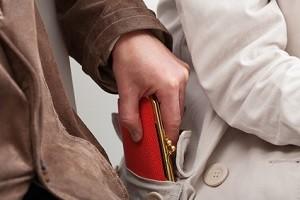 Haben Sie Ihren Führerschein verloren oder er wurde gestohlen? Hier verraten wir Ihnen, was dann zu tun ist!