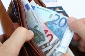 Für den Busführerschein fallen hohe Kosten an. Ein Vergleich von Fahrschulpreisen kann hier lohnenswert sein.