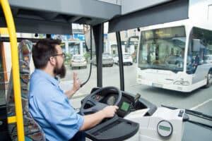 Der Busführerschein unterliegt aufgrund der Verantwortung vom Fahrer strengen Bedingungen.