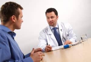 Beim Optiker oder Augenarzt muss ein Sehtest für die Führerscheinklasse B absolviert werden.