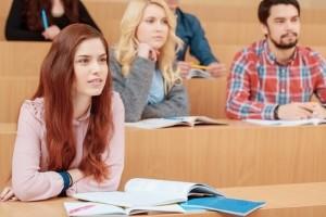 Bei einem Auslandssemester in Deutschland ist es nicht unbedingt notwendig, einen ausländischen Führerschein umschreiben zu lassen.