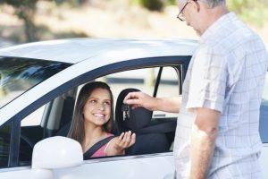 Beim BF17 dürfen die Jugendlichen nur in Anwesenheit einer Begleitperson Auto fahren.