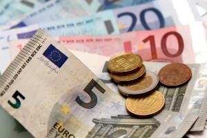 Grauer Führerschein: Das Umschreiben kostet etwa 25 Euro.