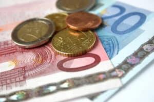 Die Kosten für den A2-Führerschein belaufen sich insgesamt auf ca. 1.300 Euro.