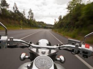 Der Motorradführerschein A2 berechtigt zum Fahren der zweithöchsten Motorradklasse.