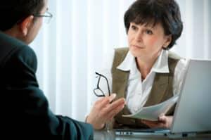 Bei einer verkehrspsychologischen Beratung werden Fahranfänger von Diplom-Psychologen betreut.