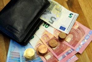 In einem Bußgeldbescheid werden zusätzliche Gebühren für dessen Bearbeitung erhoben.