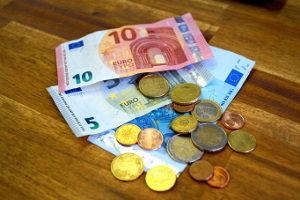 Sie müssen ein Bußgeld zahlen? Die Höhe legt der Bußgeldkatalog fest.