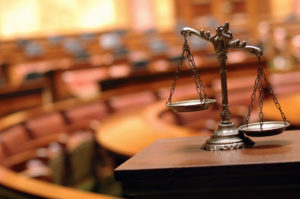 Ein Einspruch gegen den Bußgeldbescheid erzeugt normalerweise Kosten, wenn es zu einem Gerichtstermin kommt.