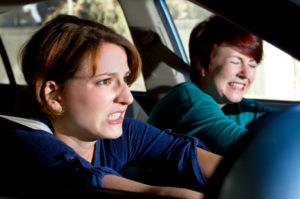 Mit Epilepsie ist das Autofahren nur dann möglich, wenn lange kein Anfall mehr vorgekommen ist.