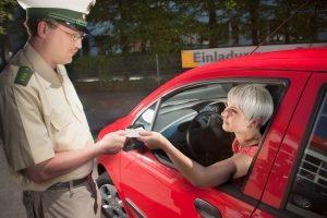 Bei unbehandelter Schlafapnoe muss der Führerschein in der Regel abgegeben werden.