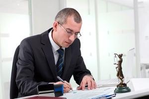 Eine Akteneinsicht ohne Anwalt ist im Bußgeldverfahren möglich.