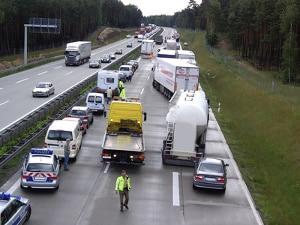 Beim Reaktionstest während der MPU muss auf verschiedene Verkehrssituationen angemessen reagiert werden.