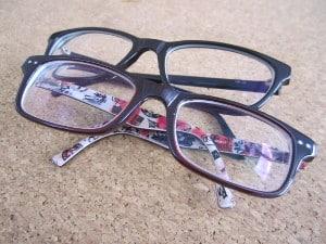 Der Sehtest für den Führerschein kann auch mit einer Brille absolviert werden.