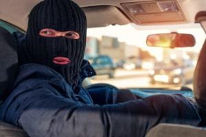 Als Opfer von einem Autodiebstahl ist schnelles Handeln gefragt.