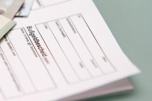 Einen Bußgeldbescheid ohne vorherige Verwarnung zu ignorieren, kann teuer werden.