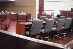 Im Ablauf vom Bußgeldverfahren kann es zu einer Gerichtsverhandlung kommen.