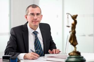 Auch für einen Rechtsanwalt (Ra) fallen Gebühren im Bußgeldverfahren an.