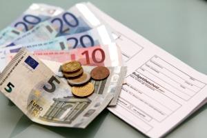 Fahrverbot und Bußgeld können Sie dem Bußgeldbescheid entnehmen.