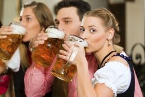 Für Alkohol am Steuer unter 21 gibt es verschärfte Regelungen.