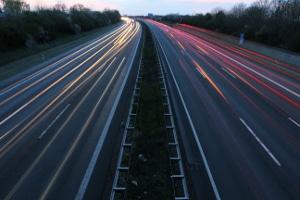 Wie hoch beträgt das Bußgeld für eine Geschwindigkeitsüberschreitung im deutschen Verkehr?
