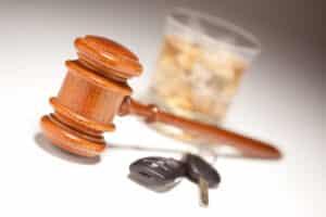 Ab einer Promillegrenze im Auto von 1,1 Promille liegt in jedem Fall eine Straftat vor.
