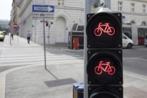 Auch Radfahrer dürfen die rote Ampel nicht überfahren