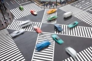 Vorfahrt an einer Kreuzung: Linksabbieger sind hier im Nachteil.