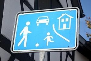 Vorfahrt: Eine Spielstraße gilt als verkehrsberuhigter Bereich.