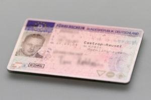 Beim Umschreiben vom Führerschein der Klasse 4 kommt es auf die Schlüsselzahlen an.
