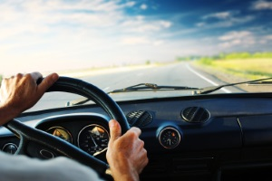Führerschein weg: Innerorts oder außerhalb geschlossener Ortschaften riskieren Temposünder den Führerschein.