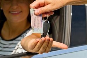 Noch in der Probezeit und schon geblitzt: Kommt der Führerschein weg?
