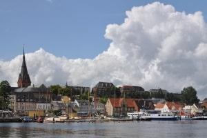 Führerschein auf Probe: 1 Punkt in Flensburg hat während der Probezeit noch keine führerscheinrechtlichen Konsequenzen.