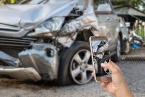 Ob Sie in der Probezeit den Führerschein durch einen Unfall verlieren, kommt auf den Verstoß an.