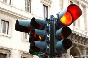 Qualifizierter Rotlichtverstoß: Zum Bußgeld kommen noch Punkte hinzu.