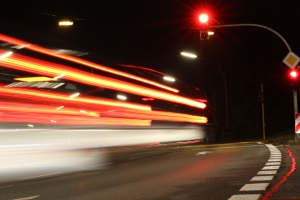 Ein qualifizierter Rotlichtverstoß liegt vor, wenn die Ampel mehr als eine Sekunde rot war.