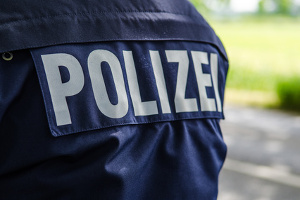 Geblitzt: Den Zeugenfragebogen einfach zu ignorieren, kann zu einem Besuch der Polizei führen.