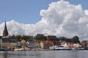 Zuständig für die Punkte in Flensburg und die Tabelle ist das KBA.