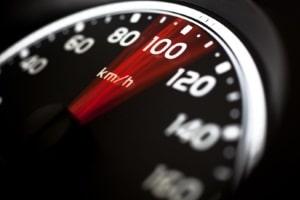 Beispiel für ein Fahrverbot bei wiederholter Tat: Die Geschwindigkeitsüberschreitung von mehr als 25 km/h.