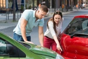 Bußgeld für dichtes Auffahren: Oft ist ein Abstandsverstoß die Ursache des Auffahrunfalls.