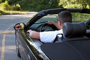 Bei Parkinson das Autofahren zu erlernen, ist nur bei bestimmten Führerscheinklassen erlaubt.