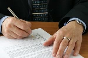 Anhörung im Bußgeldverfahren: Ausfüllen sollten Sie den Bogen, wenn Sie den Verstoß gar nicht begangen haben.